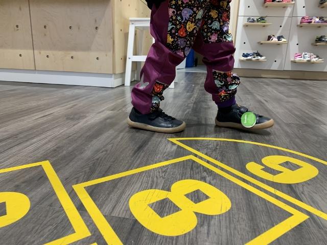 REDAKČNÍ TESTOVÁNÍ: Dětská obuv. Výběr a nákup bez křiku a chaosu nezajistí každý obchod. Kotě v botě ano!